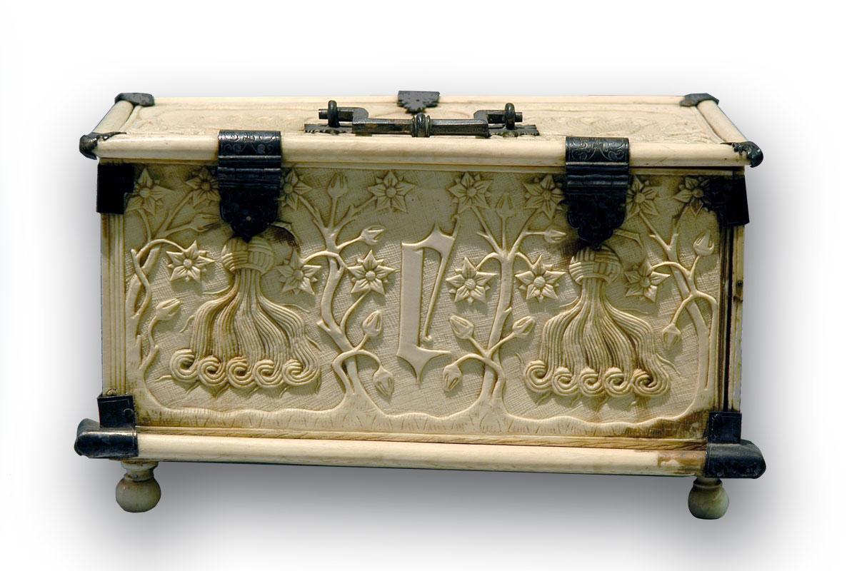 Coffret ou boîte à ouvrage, XVe siècle, ivoire et bronze, Legs Chaligny de Plaine 1853 (inv.85.6.10)